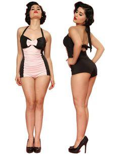 Retro Bathing Suit - Rockabilly Clothing - Online Shop für Rockabillies und Rockabellas. Vintage Badeanzug der aktuellen Steady Clothing Kollektion. Schwarz mit rosa Einsatz und rosa Schleife.