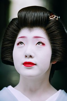 "One of the biggest misconceptions I have heard is that the geisha and maiko of Kyoto are ""just like movie stars."" This comment is usually made by tourists or photographers, and it seems…"