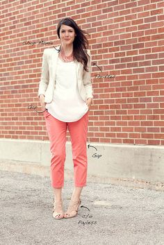 Work Outfit cute business casual dress {plus outfit ideas that are perfect for meeting the parents} Cute casual what to wear: mixed prints f. Cute Business Casual, Business Casual Outfits, Business Fashion, Looks Style, Casual Looks, My Style, Work Fashion, Fashion Outfits, Coral Pants