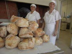 O Pão da Mealhada (Coroa), é o pão típico da cidade da região da Mealhada. Redondo, com quatro bicos no topo acompanha o Leitão à Bairrada e faz as tão procuradas Sandes de Leitão. Era feito com farinhas mais grossas da moagem do grão, mais barata. O pão ficava mais consistente e escuro. O fermento usado era massa velha (de fornada anterior). O forno era aquecido a lenha muitas vezes antes da assadura do leitão, sempre aquecido a vides ou cepas velhas.
