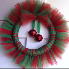 Christmas Tulle Wreath.  I already have the stuff to make this over Thanksgiving break!