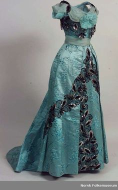 1900-1901 via Digitalt Museum - Kjoleliv