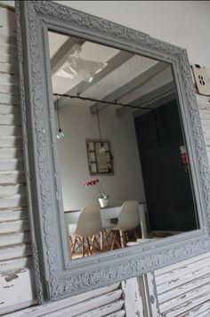 Miroir ancien mouluré Patiné gris souris et craie 68 cm X 60 cm*** Envoi avec assurance recommandé ***Me contacter : mademoiselle-patine@gmail.com
