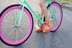 Orange wedges go perfectly with a neon bike and summer time