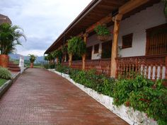 Love this porch! Palomino Colombia, Spanish Colonial, Spanish Style, Colombian Culture, Colombia Travel, Hacienda Style, House Entrance, Countryside, Places To Go