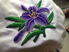 ! ! ABALORIOS Y OTRAS JOYAS ! !: Tutorial de bordado ruso o aguja mágica o pica pica Embroidery Patches, Hand Embroidery, Machine Embroidery, Embroidery Designs, Punch Needle Patterns, Rug Hooking, Doilies, Needlework, Weaving