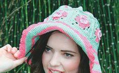 Hier is & patroon vir & baie maklike en mooi mantel! Beret, Crochet Hats, Knitting, Fashion, Knitting Hats, Moda, Tricot, Fashion Styles, Berets