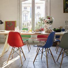 Vitra Eames DSW stoel met geelachtig esdoorn onderstel (nieuwe afmetingen)