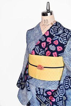 一面の鹿の子に七宝の丸模様と紅色の花、扇が形作る大胆な斜め縞が雅やかな風情をさそう、有松鳴海絞りと思われる本絞りのレトロ浴衣です。 Apron, Kimono, How To Wear, Fashion, Moda, La Mode, Kimonos, Fasion, Fashion Models