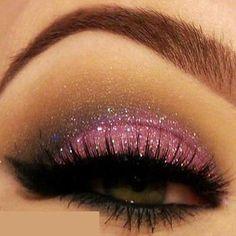 pink glitter eye make-up Pretty Makeup, Love Makeup, Makeup Art, Makeup Tips, Beauty Makeup, Makeup Looks, Pink Makeup, Makeup Ideas, Awesome Makeup