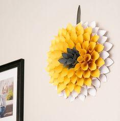 Com este quadro de flores de papel a decoração de sua casa vai ficar renovada (Foto: mommyoftwolittlemonkeys.com)