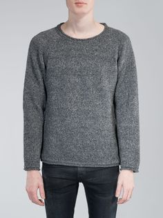 It's the alpaca in the wool mix that makes this mid weight sweater so soft that you can wear it on top of a tshirt. It's a casual and comfortable style, not to mention warm, with narrow 1:1 rib and s