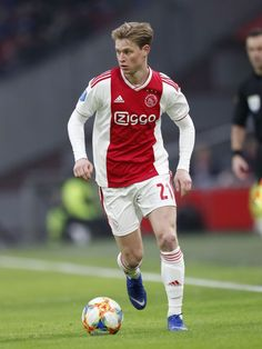 Frenkie de Jong of Ajax during the Dutch Eredivisie match between Ajax Amsterdam and De Graafschap at the Johan Cruijff Arena on December 2018 in Amsterdam, The Netherlands(Photo by VI Images via Getty Images) Messi And Ronaldo, Cristiano Ronaldo, Fc Barcelona, Afc Ajax, Sports Celebrities, Soccer Boys, Football Wallpaper, Gareth Bale, Sport Man