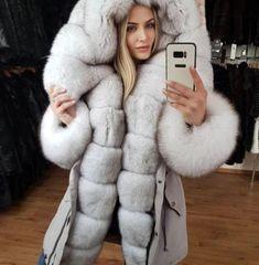 Hang around here for fur all day long Fur Fashion, Fashion Outfits, Fox Fur Coat, Chinchilla, White Fur, Fur Collars, Coats For Women, Mantel, Shopping