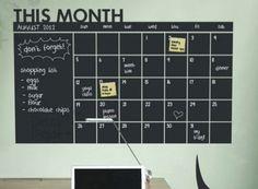 Haz un seguimiento del plan para 2015 y de la lista de tareas con esta pegatina de calendario con pizarra para la pared.   24 formas ingeniosas de organizarse con Etsy