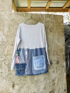 a sweet upcycled knit, cotton and denim blouse for work or playing in the city, so grab your boots and jeans for a fun day with the girls! i chose a mix of up-cycled cottons and knit and then pieced it together in a funky kind of way that is very flattering to the body :) * has a slight aline look  *would look great with a pair of wedges / boots and leggings SIZE - Medium - Large - model is a Medium Chest - 18 across front lying flat - will stretch to 21 Hips - 22 across front lying flat...