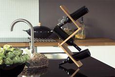 Gravity WellDone® - stojak na wino - eksponuje wino w nowy i zaskakujący sposób. Sprytnie umieszczone butelki podtrzymują konstrukcję zbudowaną z trzech desek. Gravity jest składany, wykonany z litego drewna dębowego i doskonale koresponduje ze szlachetnością wina, a charakterystyczne detale nadają mu ostateczny, mocny wyraz. Projekt :Paweł Kowalski.