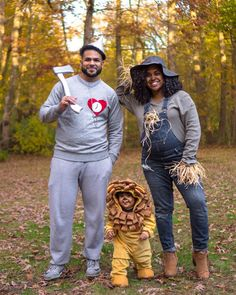 Best Family Ensemble Costumes for Halloween - Sublime Daily Best Friend Halloween Costumes, First Halloween, Family Costumes, Group Costumes, Baby Costumes, Halloween Party, Halloween 2020, Couple Halloween, Halloween Stuff