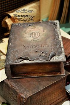 1 million+ Stunning Free Images to Use Anywhere Diy Vintage Books, Antique Books, Altered Book Art, Altered Boxes, Decoupage Box, Decoupage Vintage, Mixed Media Boxes, Steampunk Book, Custom Journals