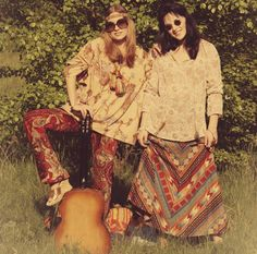 Long, freely flowing hair destabilizes the norm for women in the Women began to freely express themselves through a hippie look Hippie Chic, Hippie Mode, Boho Chic, Happy Hippie, Hippie Style, Hippie Vibes, 1960s Fashion Women, Sixties Fashion, Yoga Studio Design