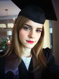 emma watson - how to get her graduation makeup