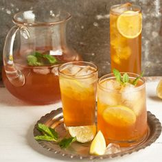 rooibos iced tea w/ ginger, mint & lemon. rich in antioxidants, vitamin c, low in tannins & caffeine-free. Rooibos Iced Tea Recipe, Iced Tea Recipes, Lemon Recipes, Refreshing Drinks, Yummy Drinks, Healthy Drinks, Home Made Ice Tea, Glace Fruit, Making Iced Tea