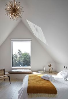 Warm room in white and ocher