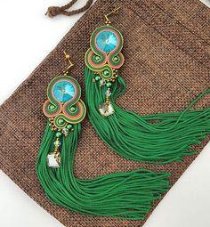 #kolczykisutasz #soutacheearings #swarovskiearrings #fredzlewbiżuterii #długiekolczyki #longearrings #green #nawakacjach #nalato #kolczykinawesele #ręcznierobione #handmadejewelry #diyhandmade #diy #soutache #royalstone Swarovski, Earrings, Diy, Instagram, Jewelry, Fashion, Ear Rings, Moda, Stud Earrings