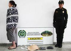 Capturan en Bogotá a canadiense que simulaba embarazo para llevar droga. La mujer, detenida en el aeropuerto Eldorado, llevaba dos kilos de cocaína en una barriga de látex. Detalles: http://www.elpais.com.co/elpais/judicial/noticias/capturan-canadiense-simulaba-embarazo-para-llevar-droga