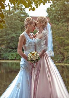 These Two Feminine Cosplayers Bought Married And Their Marriage ceremony Seemed Like A Actual-Life Fairytale - Couples Lesbiens Mignons, Wedding Looks, Dream Wedding, Lgbt Wedding, Wedding Menu, Lesbian Wedding Photos, Wedding Ceremony, Wedding Rings, Wedding Ideas