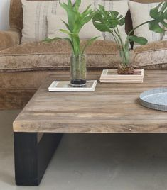 Mesa cuadrada metal y madera - vilmupa Wood Projects, Living Room, Living Comedor, House, Furniture, Tabletop, Home Decor, Patio, Environment