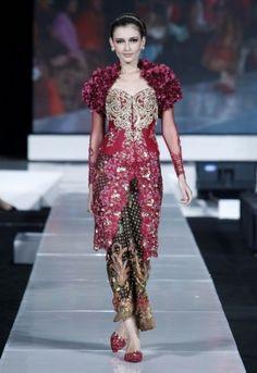 Indonesian Kebaya Wedding Dress Indonesian Kebaya, Indonesian Wedding, Modern Kebaya, Kebaya Wedding, Wedding Gowns, Kebaya Indonesia, Batik Kebaya, Asian Love, World Of Fashion
