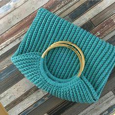 Marvelous Crochet A Shell Stitch Purse Bag Ideas. Wonderful Crochet A Shell Stitch Purse Bag Ideas. Crochet Clutch, Crochet Handbags, Crochet Purses, Knit Crochet, Stitch Patterns, Crochet Patterns, Diy Handbag, Macrame Bag, String Bag
