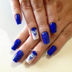 so lovely blue nails Blue And White Nails, Royal Blue Nails, Pink Nails, Fabulous Nails, Gorgeous Nails, Pretty Nails, Valentine Nail Art, Blue Nail Designs, Holiday Nails