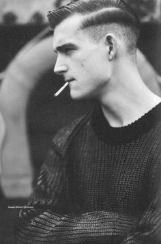 Hot dude and sexy hair.would b way hotter if he didn't have a cigarette ruining it all. Hair And Beard Styles, Short Hair Styles, Sport Hair, Teddy Boys, Man Smoking, Smoking Kills, Mein Style, Moustaches, Mode Masculine