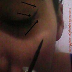 Veja: Passe agora o delineador meio dedo para cima; até o inicio chega da pálpebra. Siga a imagem.