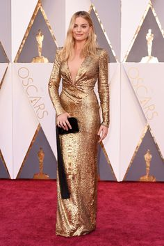 Margot Robbie wears Tom Ford on the 2016 Oscars Red Carpet