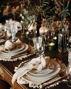 """""""There is beauty in simplicity """" 🍃 Planning: Photo: Rentals: Napkins : Wedding Table, Rustic Wedding, Beautiful Table Settings, Wedding Decorations, Table Decorations, Deco Table, Place Settings, Event Decor, Event Ideas"""