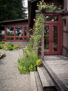 Gravel garden - neat entrance into yard