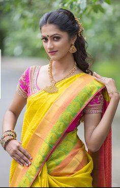 Beautiful Girl Indian, Beautiful Saree, Beautiful Indian Actress, Beautiful Actresses, Beautiful Women, Beauty Full Girl, Beauty Women, Summer Vibe, Indian Beauty Saree
