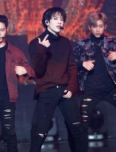 Love his sweater Yugyeom Got7 Yugyeom, Youngjae, Mark Bambam, Girls Girls Girls, Mark Jackson, Jackson Wang, K Pop, Nct, Park Jinyoung
