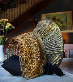 Goldhaube wurde in Österreich, Wachau aufgenommen und hat folgende Stichwörter: Tradition,  Brauchtum.