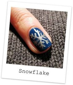 First step for X-mas : Snowflakes | AmazingNailArt.org