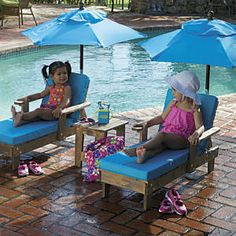 Sun Smarties Outdoor Chaise with Umbrella and Table from One Step Ahead