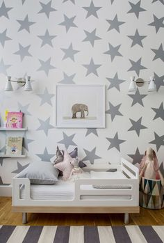 Beautiful nursery design. Love the striped rug, the grey palette and the gorgeous star wallpaper by Sissy & Marley for jill Malek.