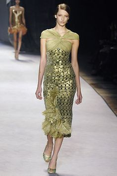 Giambattista Valli Fall 2006 Ready-to-Wear Fashion Show - Hilary Rhoda
