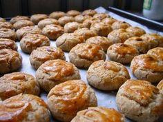 Resepi Biskut Raya 2013 Dan Kek Terkini: Biskut Mazola Real Food Recipes, Great Recipes, Cookie Recipes, Yummy Food, Biscuit Cake, Biscuit Cookies, Mint Cookies, Sugar Cookies, Chip Cookies