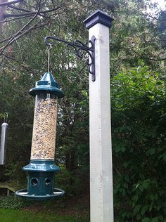 A quick and easy bird-feeder stand
