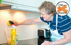 Har du et køkken med stegefedt på væggen? Få oldfruens nemme blanding til afrensning af fedt fra væg. Cleaning Checklist, Cleaning Hacks, Cleaning Supplies, Diy Cleaning Products, Good Advice, Keep It Cleaner, Home Renovation, Spray Bottle, Alter