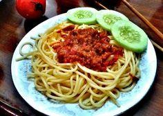 Bữa trưa đơn giản với mì Ý sốt cà chua bò